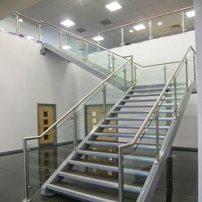cấu tạo của cầu thang inox